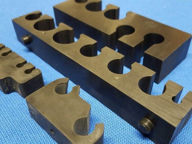 Rubber pipe clips