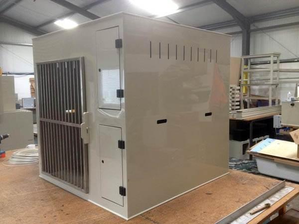 Single Compartment Dog Box for Labradors