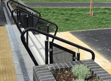 DDA compliant handrail system